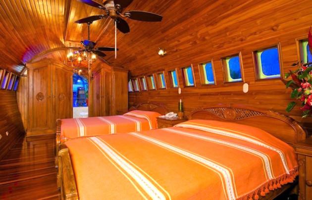 Costa-Verde-727-Airplane-Hotel-41
