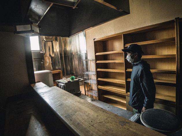 man-sneaks-into-fukushima-exlusion-zone-today-17