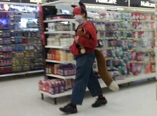 pessoas bizarras no super mercado 11