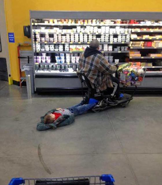 pessoas bizarras no super mercado 13