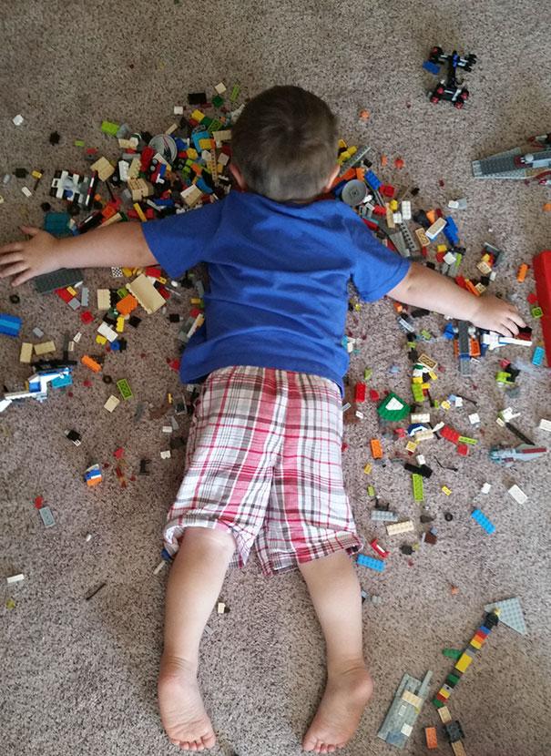 funny-kids-sleeping-anywhere-100-57a9e3ed250de__605