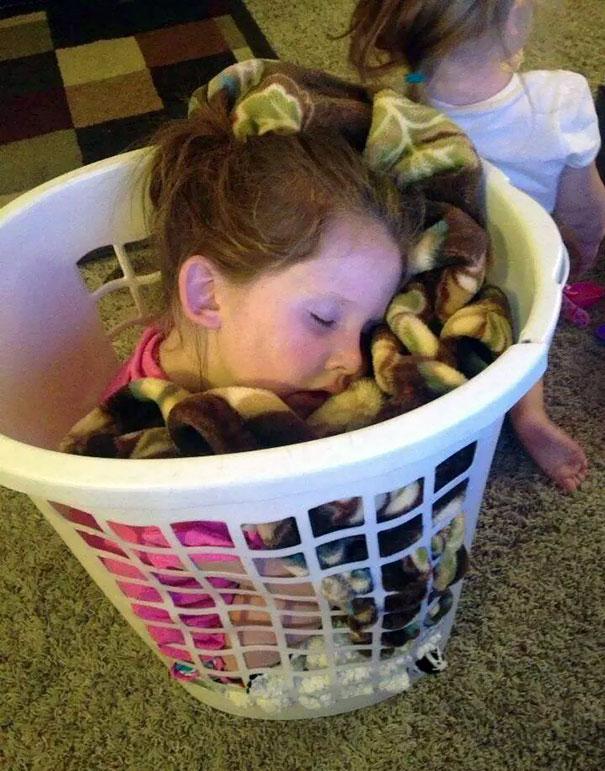 funny-kids-sleeping-anywhere-106-57aacfae443e3__605