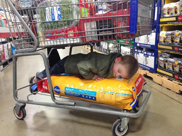 funny-kids-sleeping-anywhere-59-57a98870091df__605