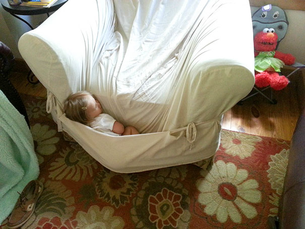 funny-kids-sleeping-anywhere-61-57a988750f78e__605