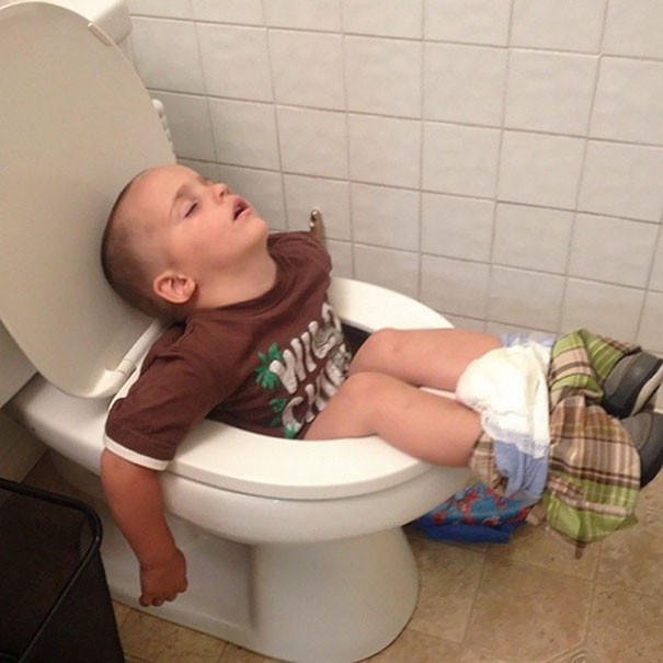 funny-kids-sleeping-anywhere-96-57a9dc524234c__605