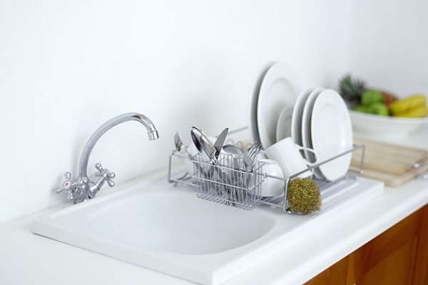 Terminar de lavar a louça.
