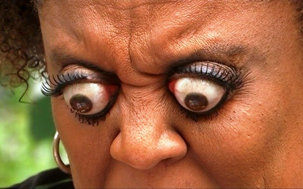 A aMericana Kim Goodman que consegue empurrar seu olho além da cavidade dos olhos.