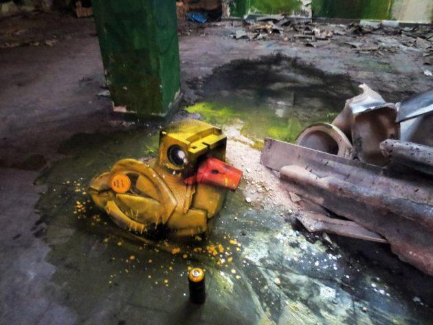 artur-bordalo-ii-painting-urban-art-street-art-garbage-trash-lixo-arte-urbana-ideia-quente-10