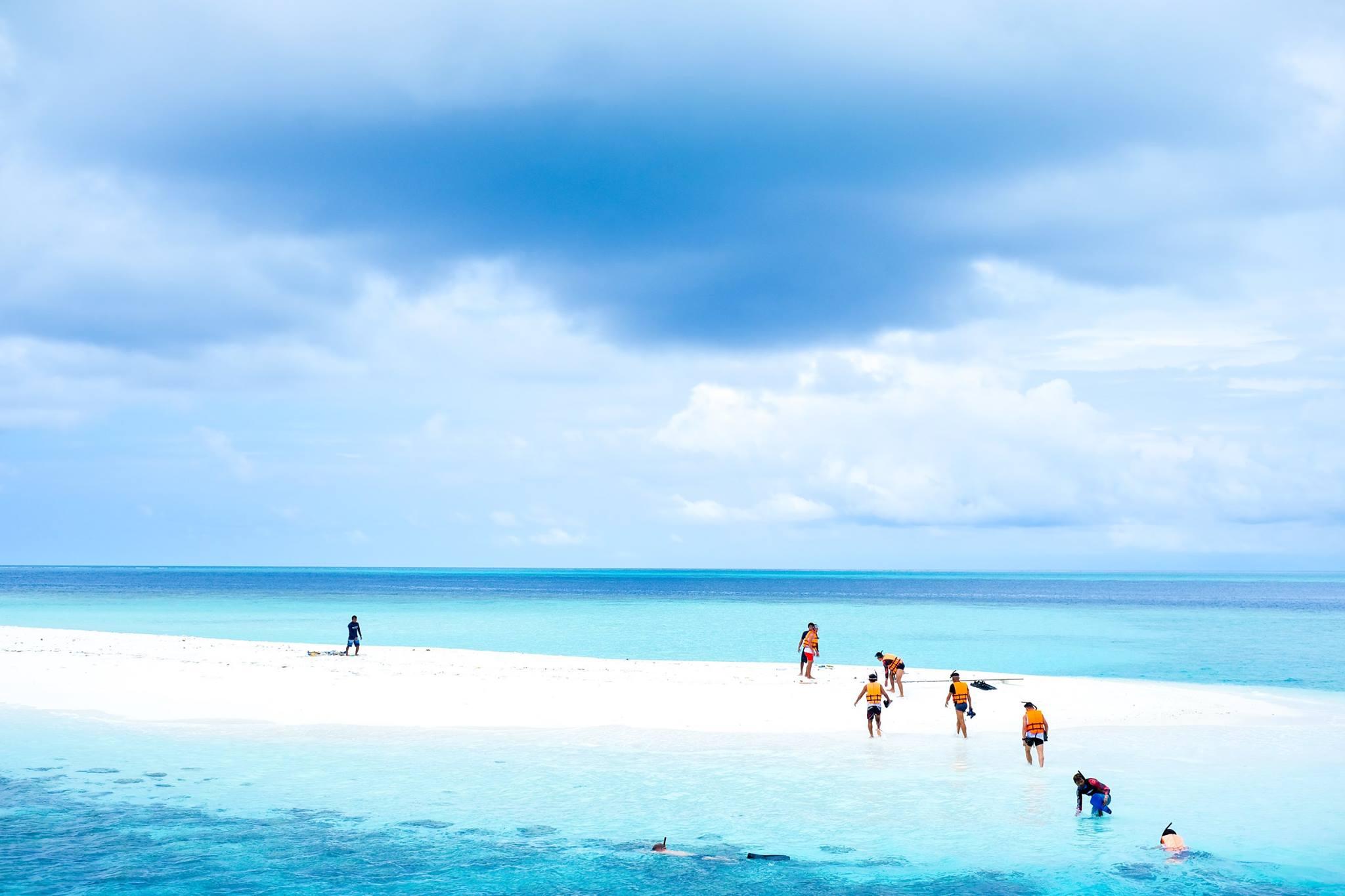 ilha-maldivas-funcionarios-festa-fim-ano
