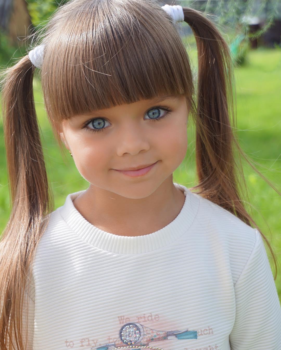 Garotinha Russa De Apenas 6 Anos é Considerada A Menina Mais
