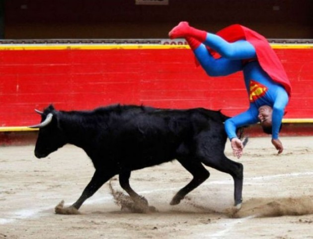 Super-Man em seu novo trabalho.