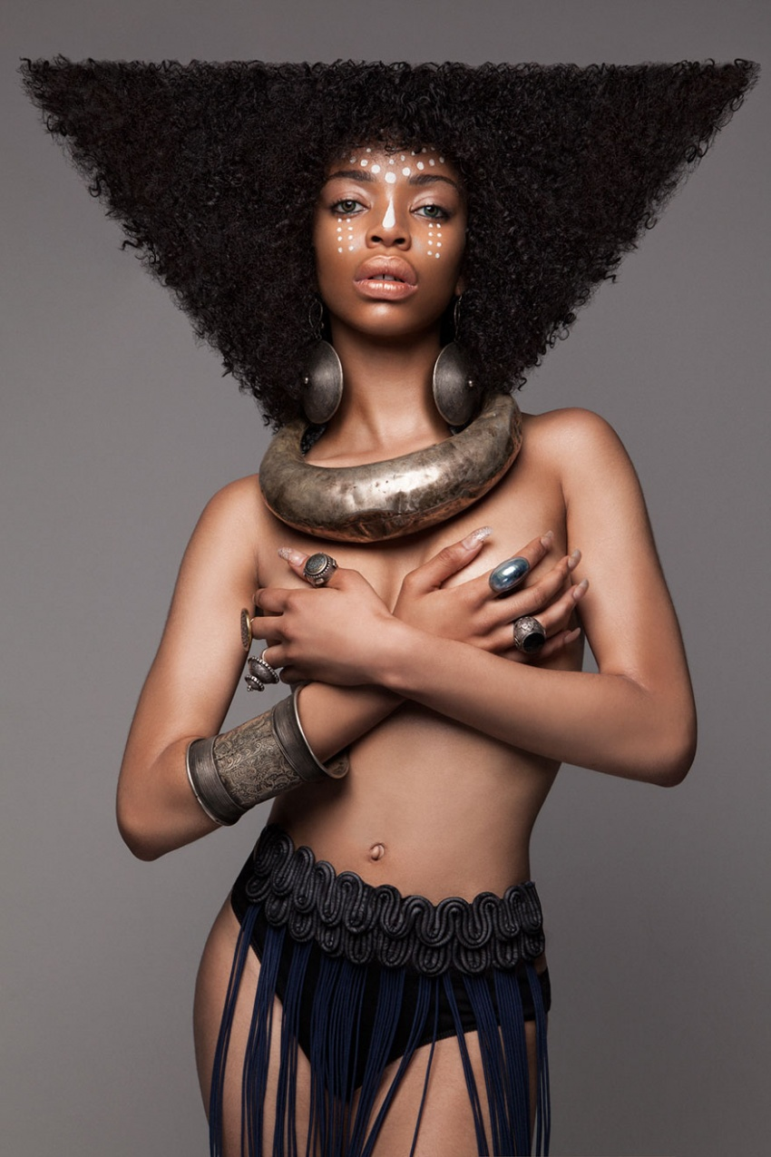 https://www.criatives.com.br/wp-content/uploads/2017/02/3931760-afro-hair-armour-collection-2016-lisa-farrall-luke-nugent-9-586f4776eca5a__880-1484056561-850-24026ef48f-1484517237.jpg