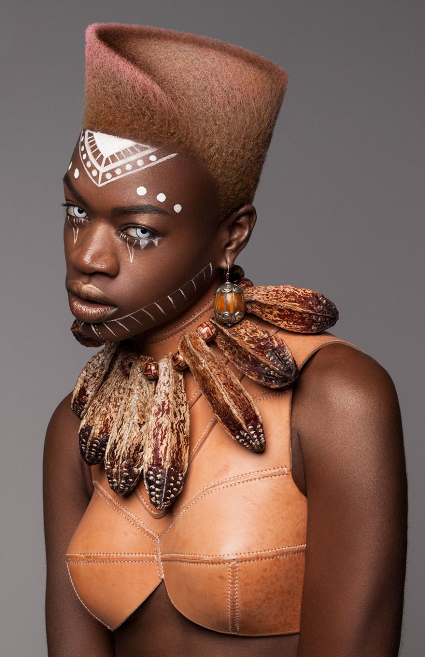 https://www.criatives.com.br/wp-content/uploads/2017/02/3932010-afro-hair-armour-collection-2016-lisa-farrall-luke-nugent-4-586f476a30ef4__880-1484056534-850-24026ef48f-1484517237.jpg