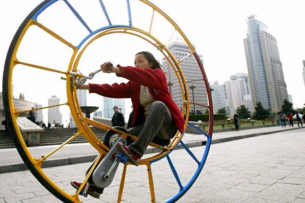 O inventor Li Yongli  diz que o monociclo é