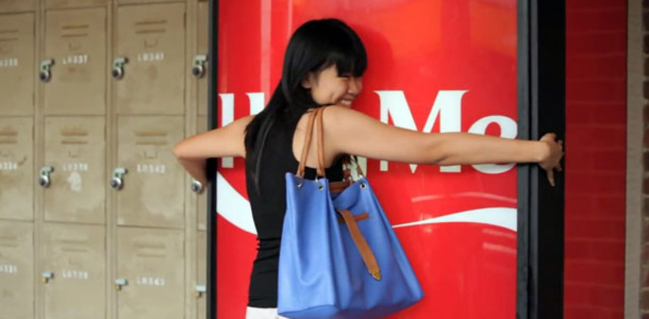 Coke-Hug-Me-Machine_destaque