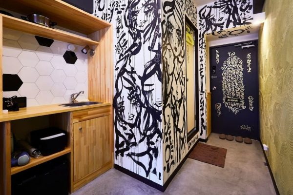 I-painted-a-mural-on-the-walls-of-my-Airbnb-in-Tokyo-Japan-and-my-host-refunded-my-stay-Mural-by-Ali-Sabet-in-Shibuya-Tokyo-Apartment-59e78dd6332b6__880