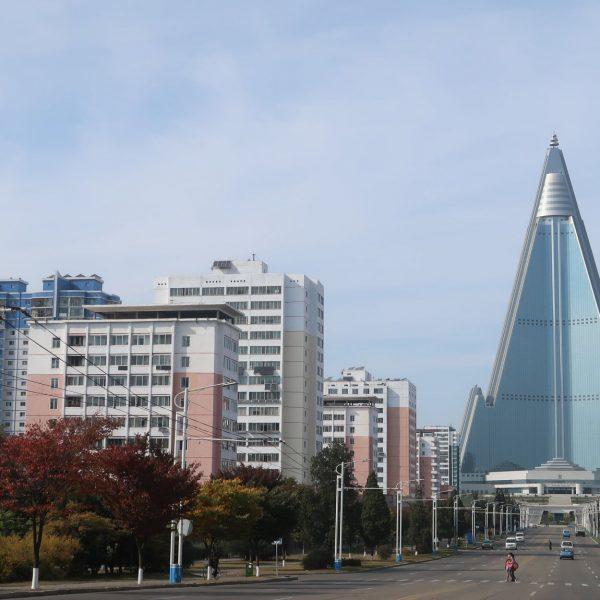 RYUNGYONG-HOTEL-de-longe-min-scaled