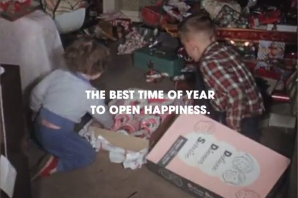 The poster that turned into wrapping paper - YouTube - Google Chrome
