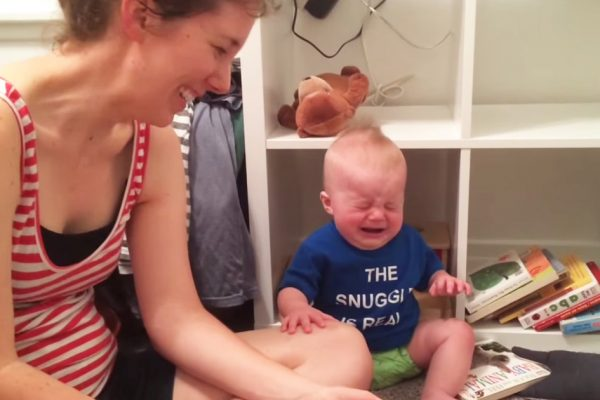 bebê chorando capa