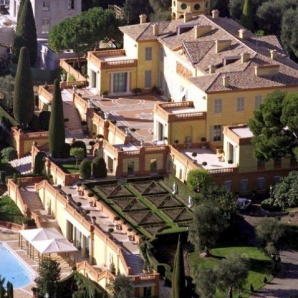 2) Villa Leopolda, em Villefranche-sur-mer, na França; propriedade da brasileira Lily Safra. Avaliada em 50 Milhões de Euros