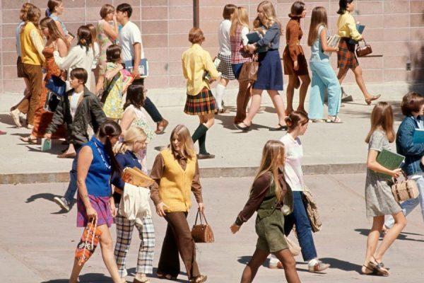 mulheres na escola anos 60 capa
