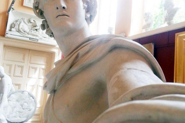 statue-selfies-4