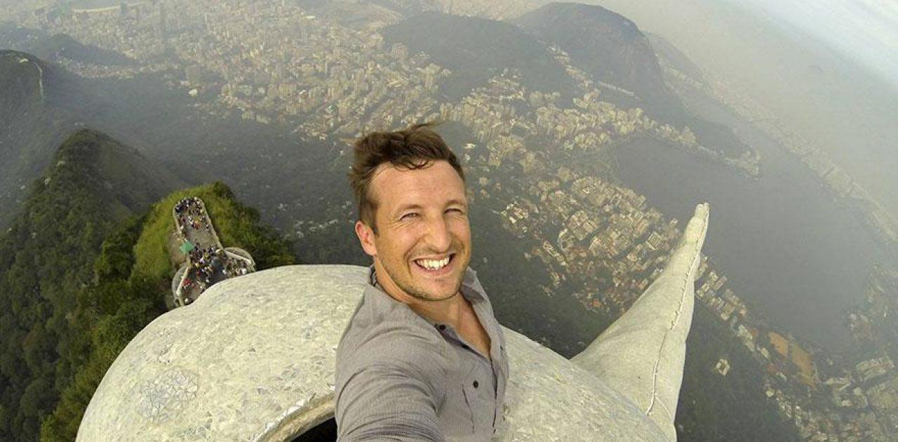 ultimate-selfie-brazil-christ-statue-rio-thompson-1