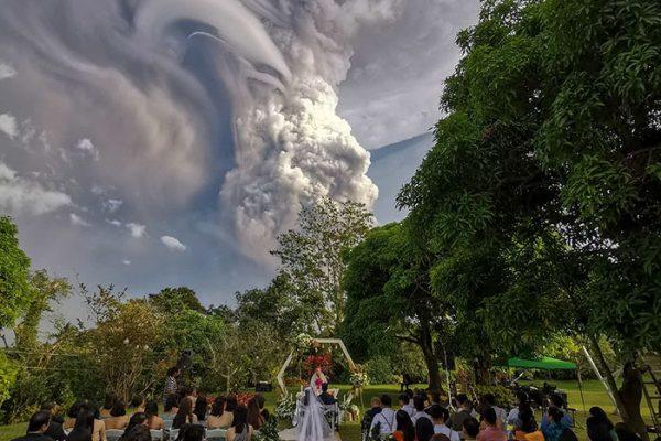 vulcão em erupão 02